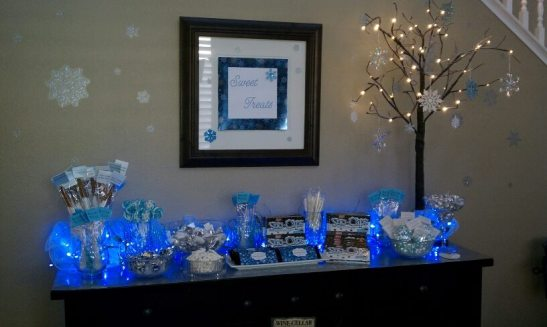 Blue and icy, this Frozen inspired candy bar with glittery tree lights kept the kids entertained!